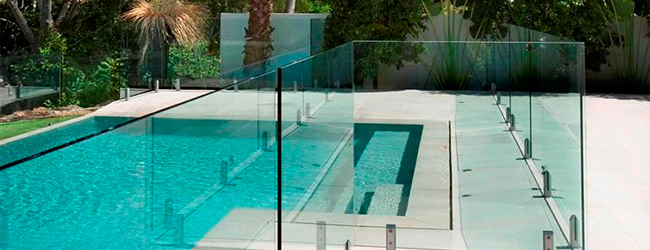 glass balustrade around pool area