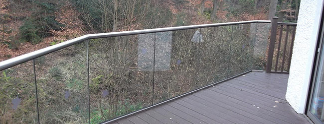 gaps in glass balustrades
