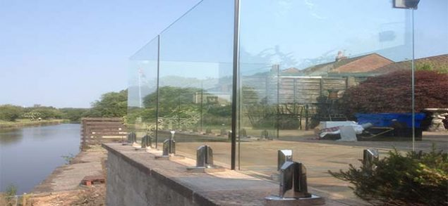 outdoor frameless mini post glass balustrades