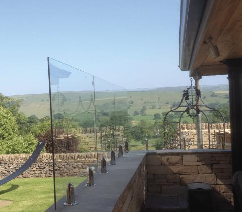 Wall Mount Glass Screen